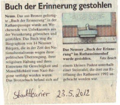 Zeitungsartikel Buch der Erinnerung gestohlen